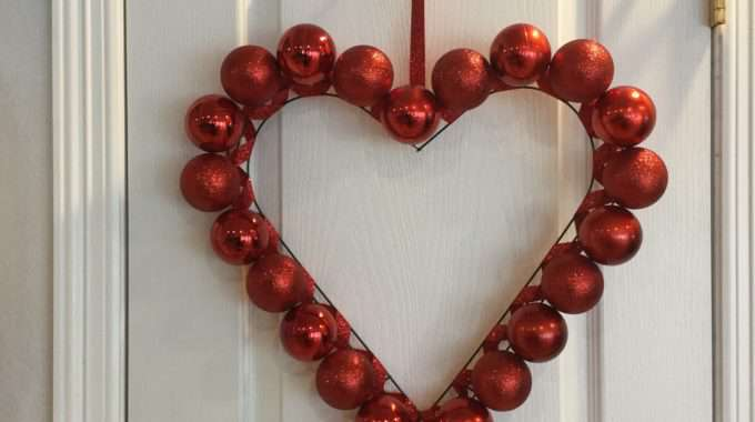 Easy Valentine's Day Wreaths – 2 Options