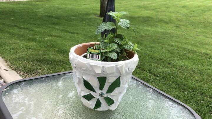 Mosaic Terra Cotta Flower Pots (8) displayed pot