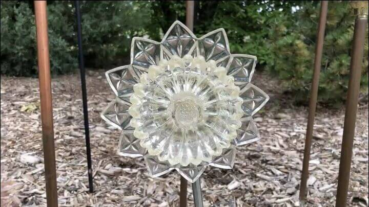Upcycled Items For Your Yard (3) dish flowers