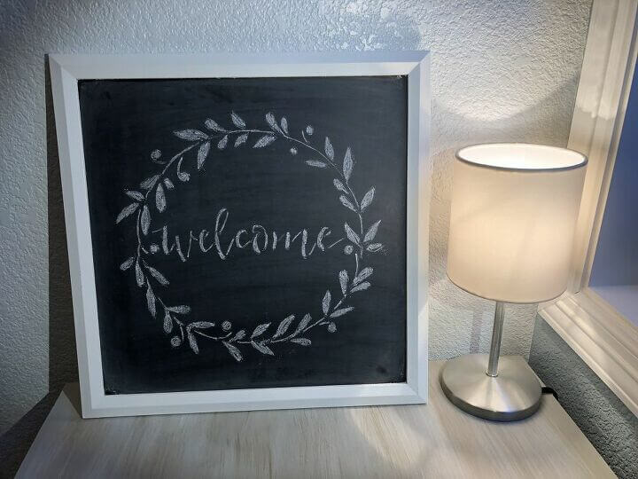 Here's the displayed Easy Chalkboard Welcome Sign
