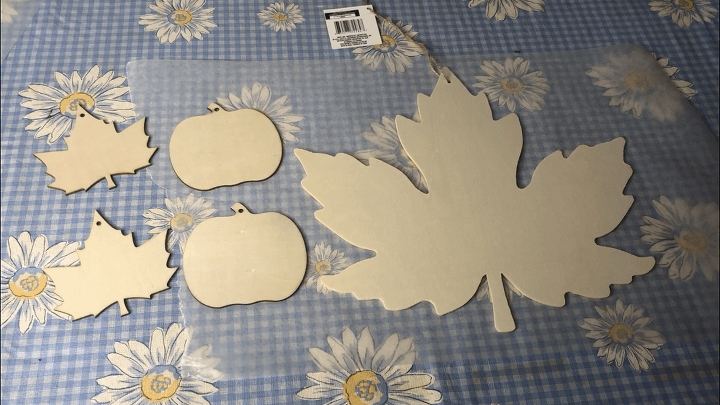 Here are the wooden pieces I found at the dollar store. The large pieces were $1 and the small were 5 for $1.