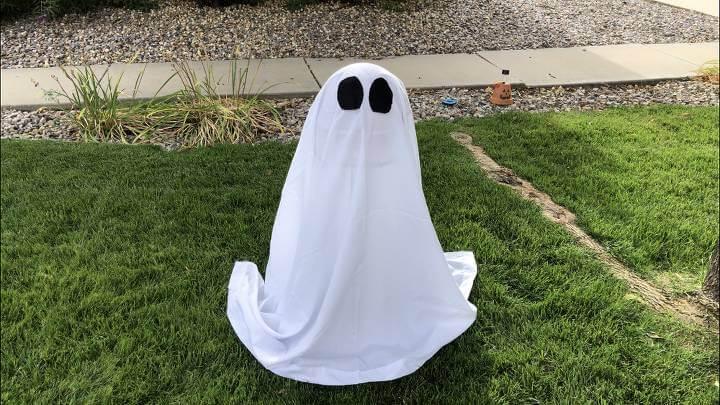 I added 2 felt eyes and my ghost was ready.