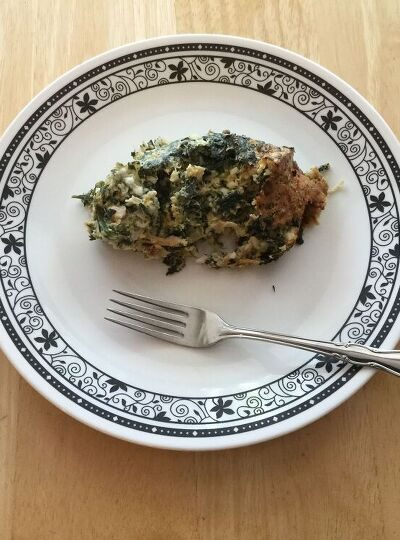 How do you make baked spinach and cheese? How do you use frozen spinach? Today I'm sharing our healthy spinach casserole.